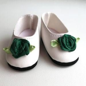 Туфли белые с зеленым цветком, на невысоком каблучке для кукол 32 см.